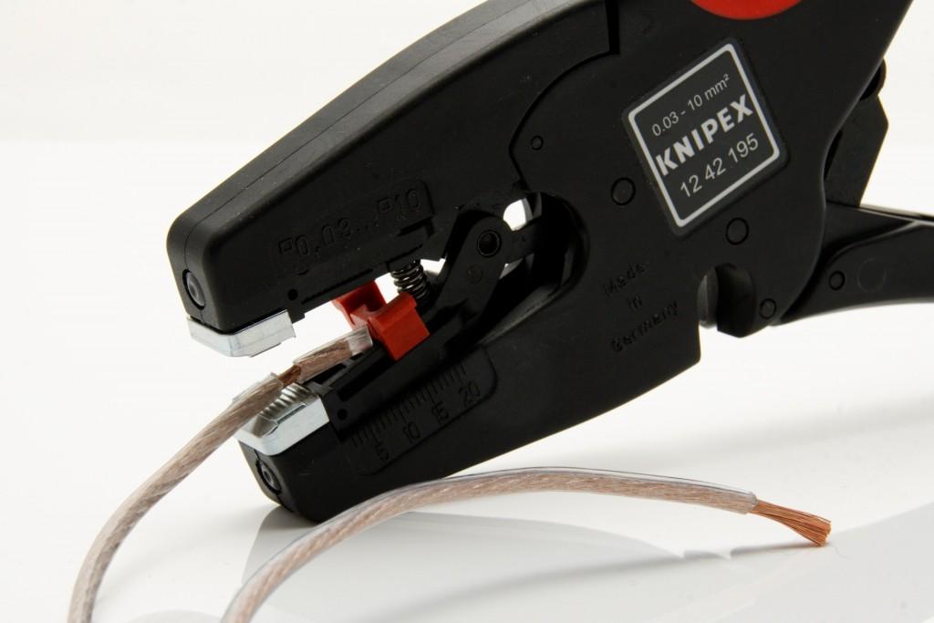 pliers-1031980_1920